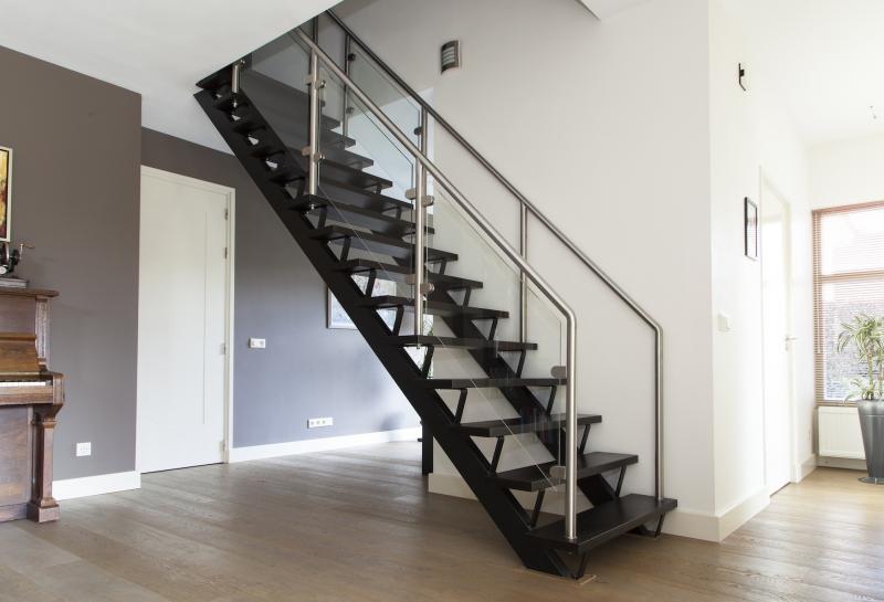 Trappen bouw timmerbedrijf peter driessen b v - Model interieur trap ...